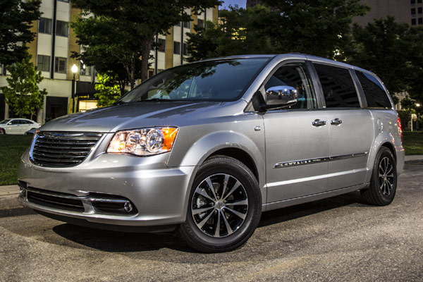 2017 Chrysler Town And Country >> Details For 2017 Chrysler Town Country Revealed Insider