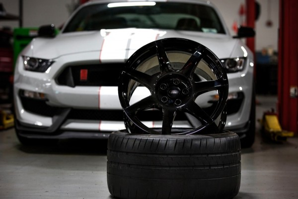 Ford Shelby GT350R wheels