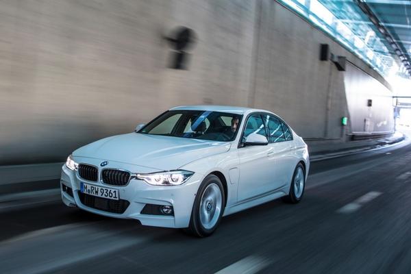 2016 BMW 330e