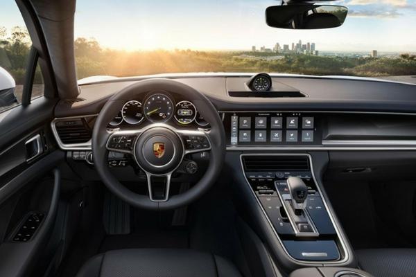 2017 Porsche Panamera 4 E-Hybrid interior