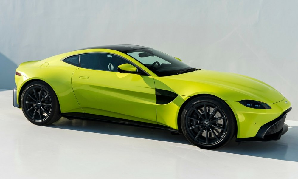 new aston martin vantage charges onto the scene insider car news. Black Bedroom Furniture Sets. Home Design Ideas