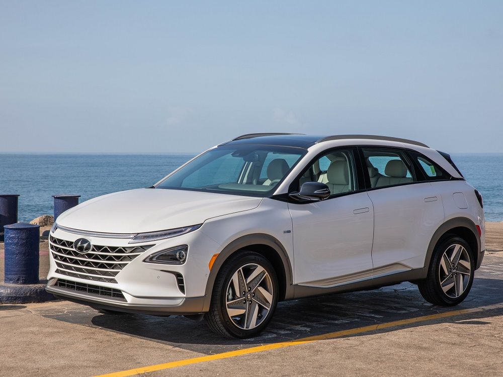 Hyundai Reveals the 380-Mile 2019 NEXO Fuel-Cell Crossover